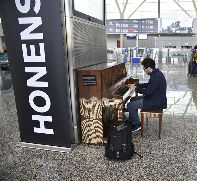 YYC Treats Passengers to Pop Up Piano Performance